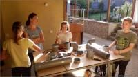 01-Kinder-bauen-Futterspender